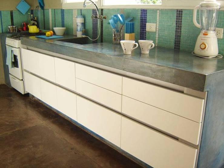 Diseño de Mobiliario: Cocinas de estilo  por Vgomezgrun