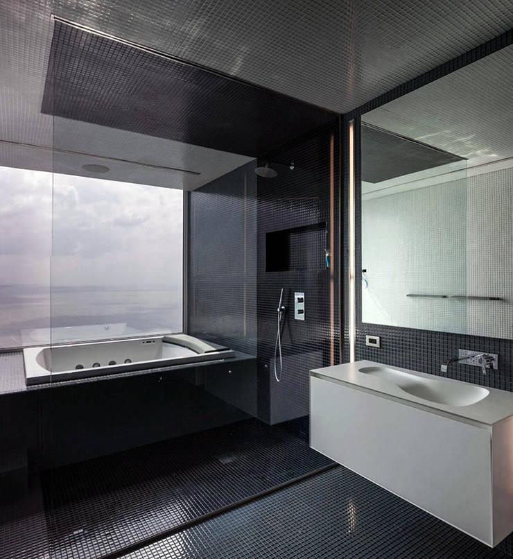 45°: Baños de estilo  por Design Group Latinamerica