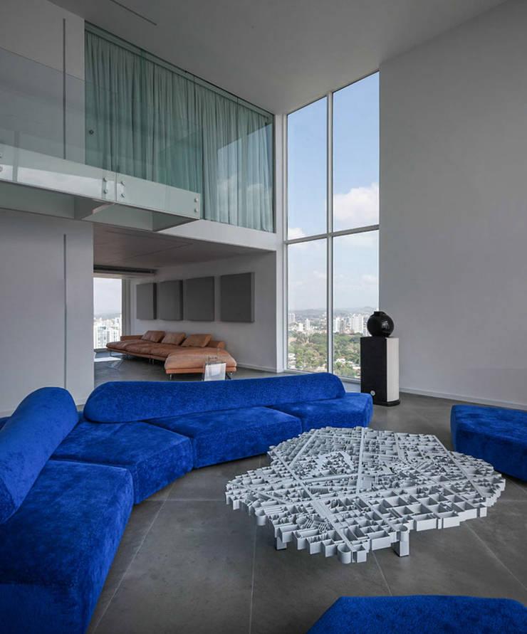 45°: Salas / recibidores de estilo  por Design Group Latinamerica