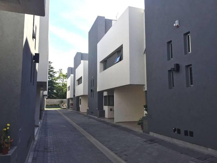 HOUSING DEL LAGO :  de estilo  por VILARRODONA ARQUITECTOS