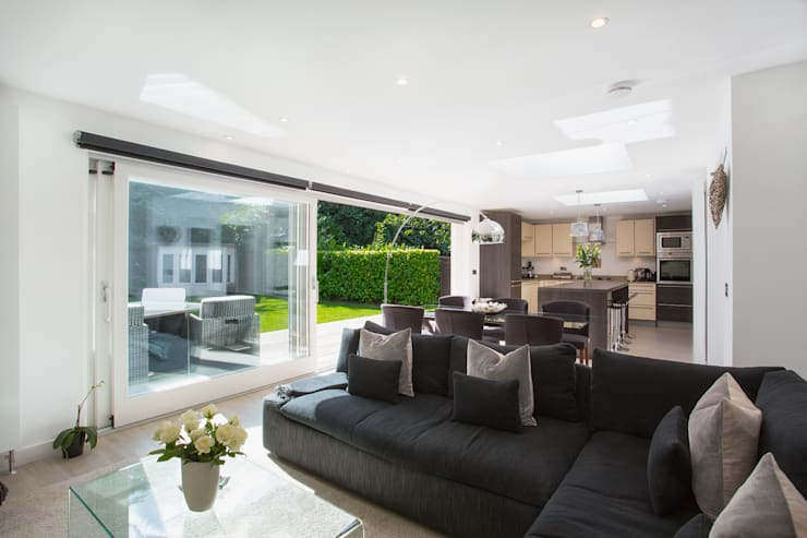 House extension: modern Living room by Urban Creatures Architects
