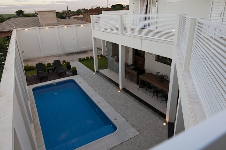 Casa 2011: Piscinas  por Luciana Rogério e Luís Alfredo Marques Arquitetura e Design de Interiores