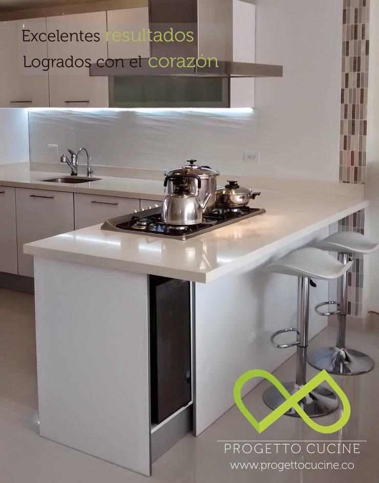 Diseñamos la cocina de tus sueños: Cocina de estilo  por Progetto Cucine