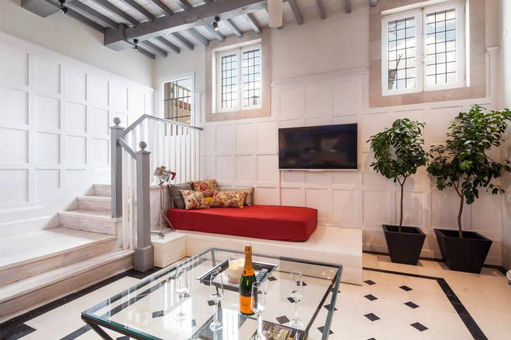 Ingresso & Corridoio in stile  di The Sibarist Property & Homes
