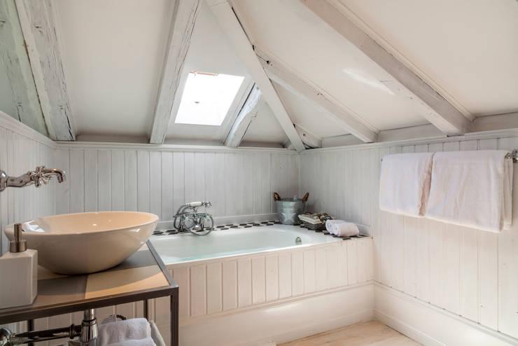 Bagno in stile  di The Sibarist Property & Homes