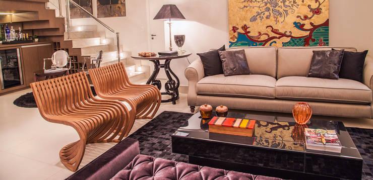 Jardim das Rosas: Salas de estar modernas por Carolina Viafora