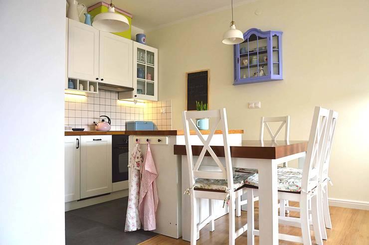 Mieszkanie w stylu cottage: styl , w kategorii Kuchnia zaprojektowany przez Tetate Projektowanie Wnętrz