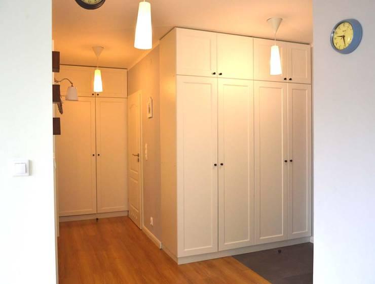 Mieszkanie w stylu cottage: styl , w kategorii Korytarz, przedpokój zaprojektowany przez Tetate Projektowanie Wnętrz