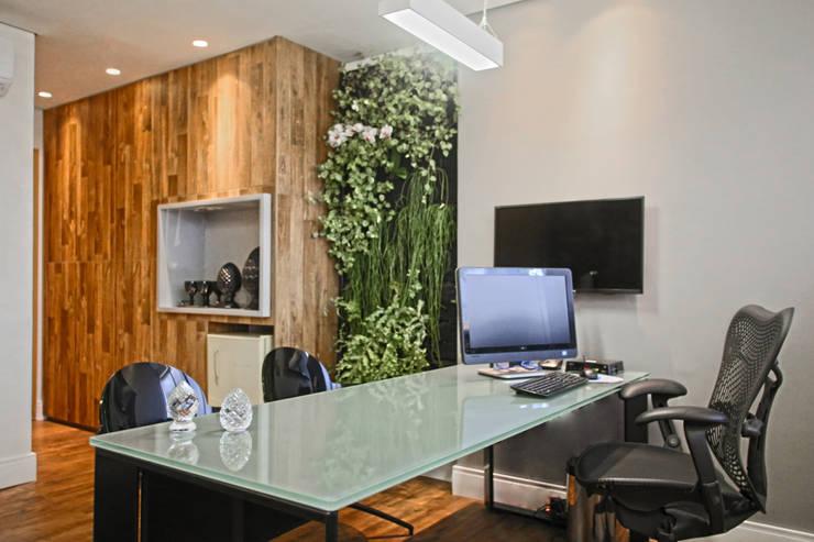 Sala do diretor: Espaços comerciais  por Orizam Arquitetura + Design