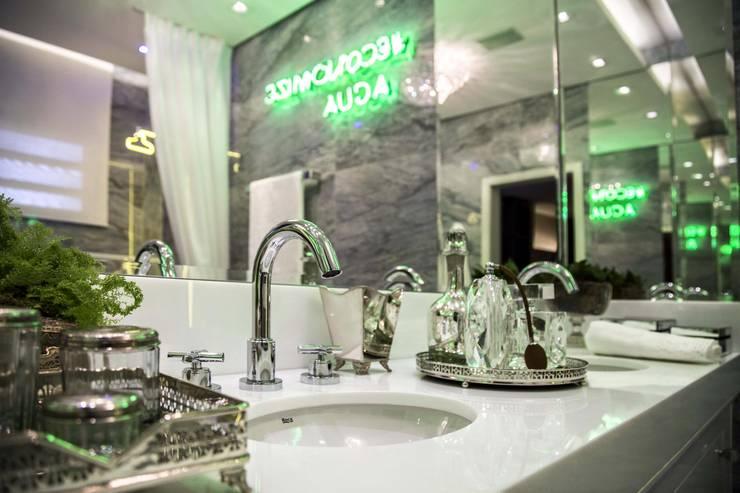 Banheiro: Banheiros  por GIULIANA FENOCCHI Arquitetura + Interiores,