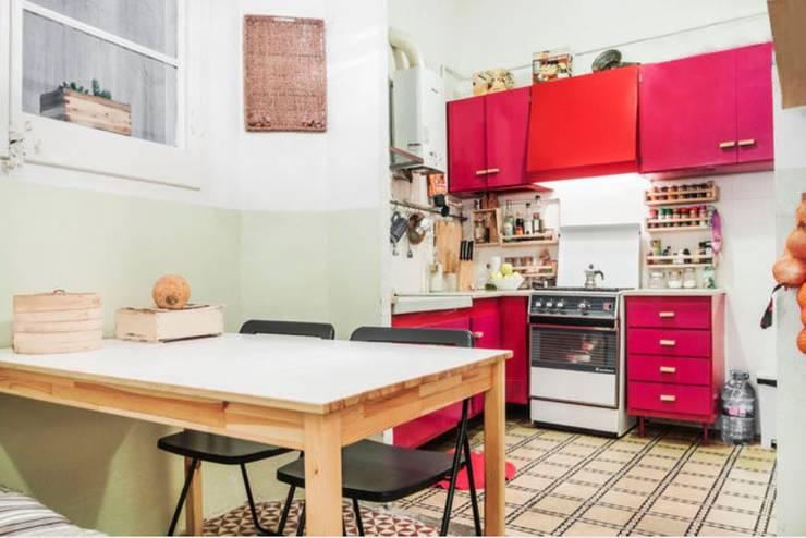 Piso en Barcelona: Cocinas de estilo  de ab design