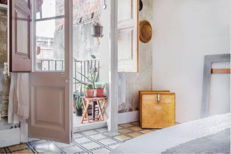 Piso en Barcelona: Dormitorios de estilo  de ab design