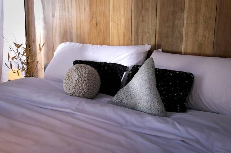 Proyecto Nomad: Dormitorios de estilo  por T + T Arquitectos