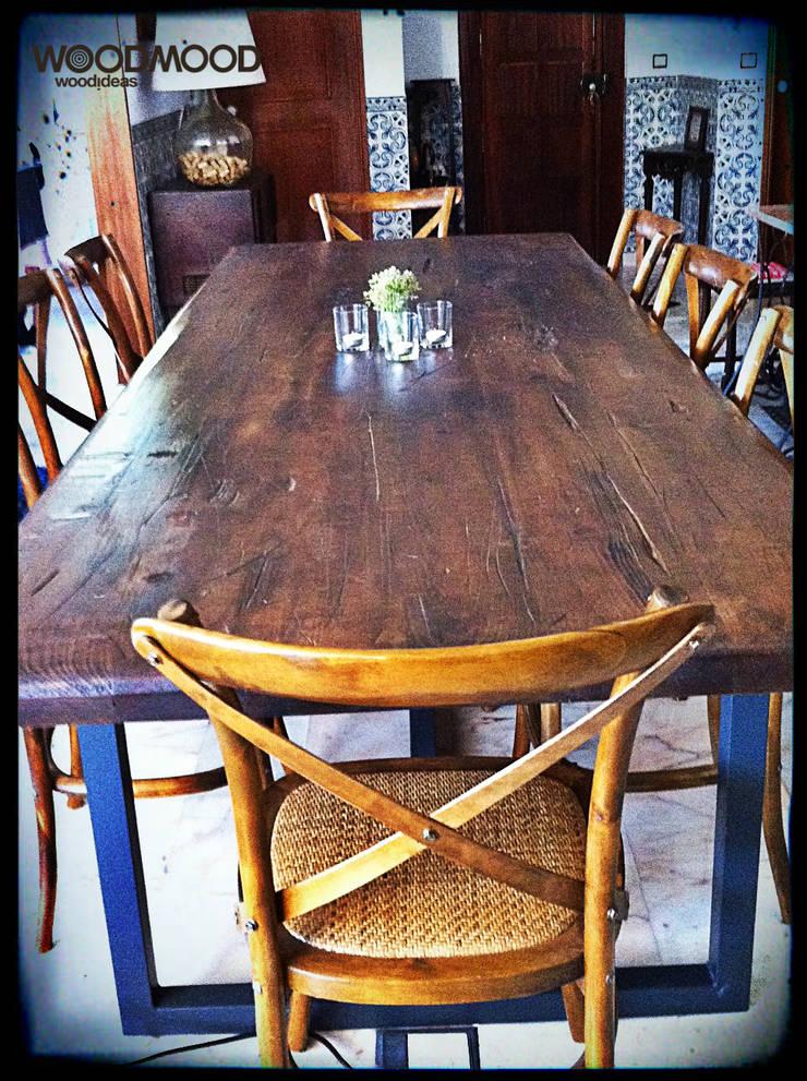 Mesa rústica: Sala de jantar  por WoodMood