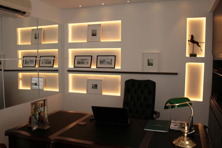 Escritório de advocacia: Escritório e loja  por StudioM4 Arquitetura