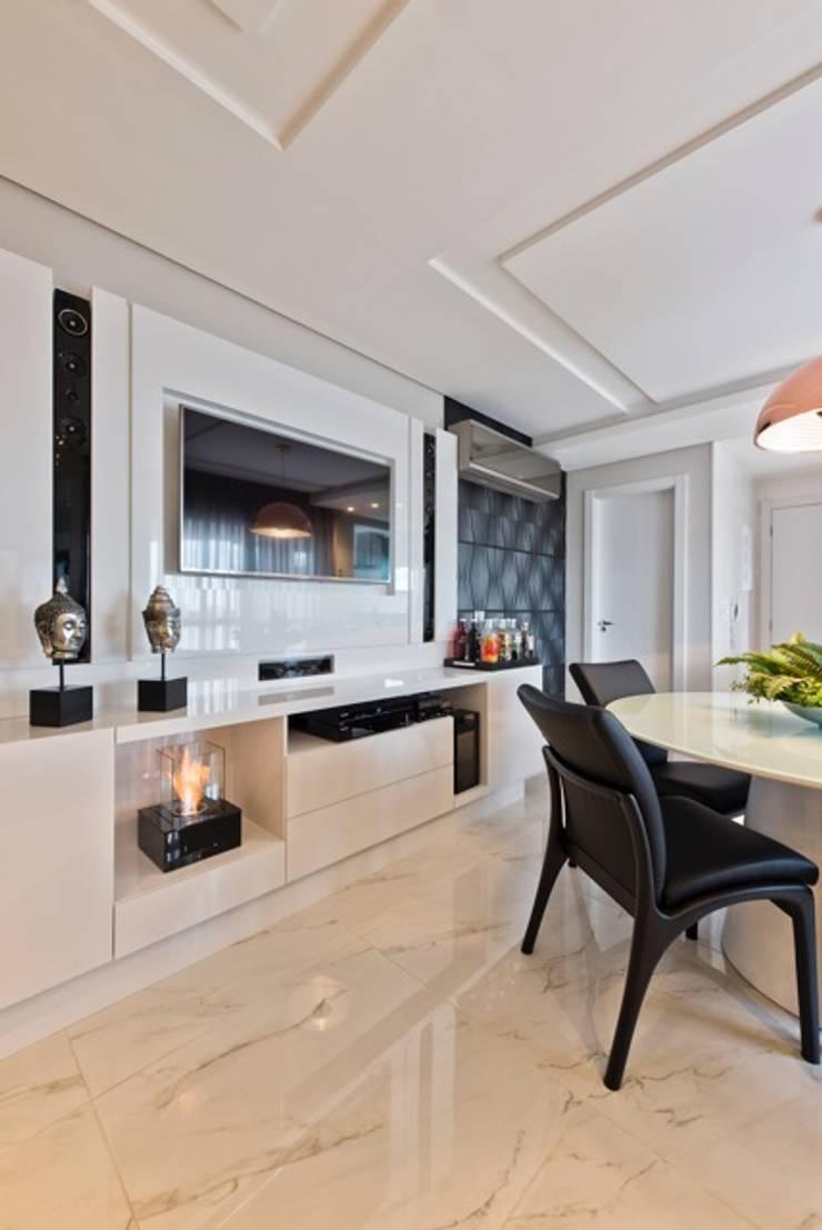Ap Casal Jovem: Salas de jantar  por Fabi Yoneoka Interior Design,Moderno