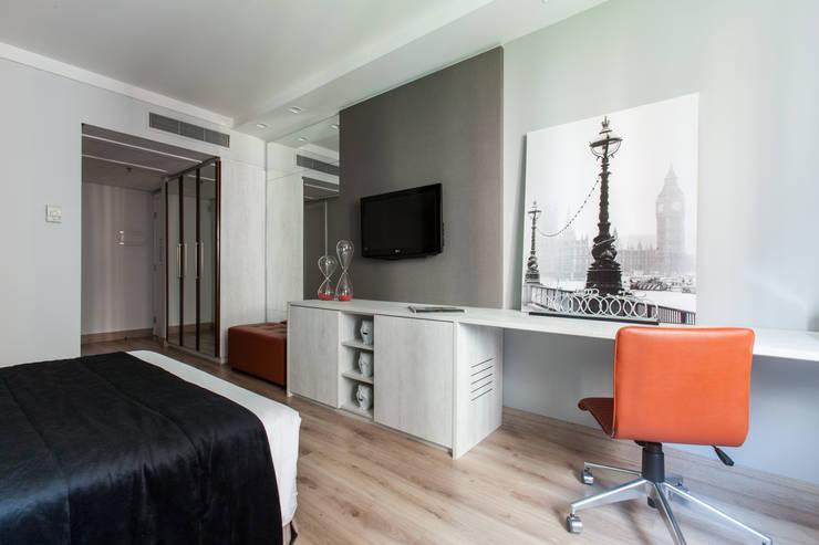HOTEL INTERCITY BERRINI: Quartos  por Fernanda Gianotto Arquitetura e Interiores