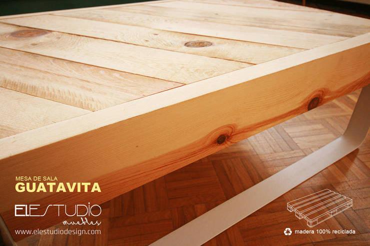 GUATAVITA:  de estilo  por ELESTUDIO, Minimalista Madera Acabado en madera