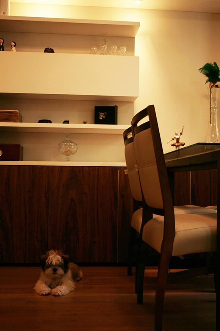 Sala do apartamento: Sala de jantar  por StudioM4 Arquitetura,