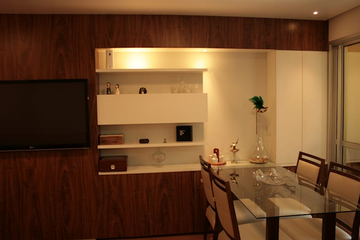 Sala do apartamento: Sala de estar  por StudioM4 Arquitetura,