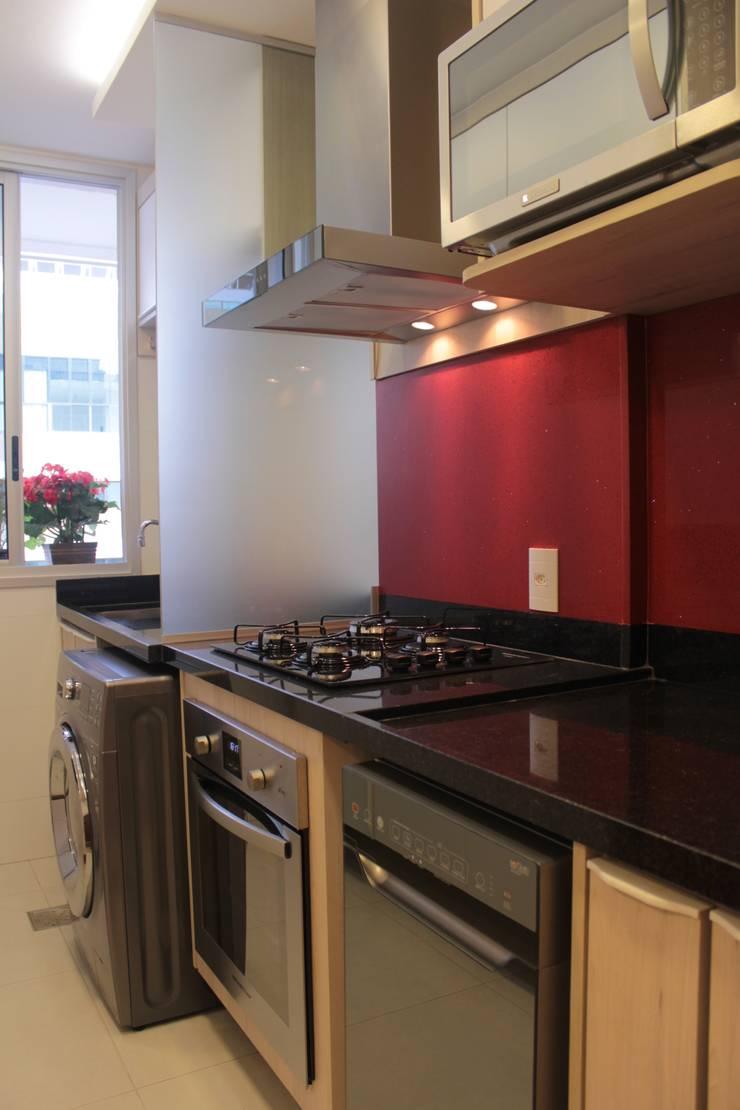 Projeto de interiores de apartamento: Cozinha  por StudioM4 Arquitetura