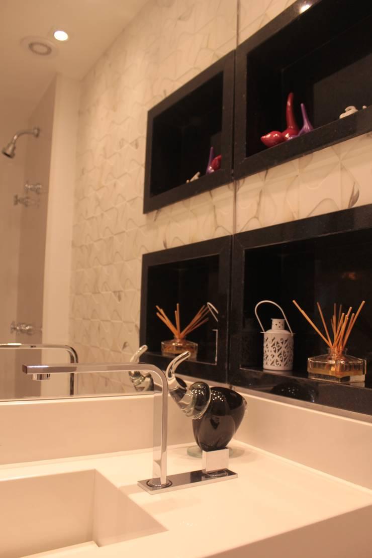 Projeto de interiores de apartamento: Banheiro  por StudioM4 Arquitetura