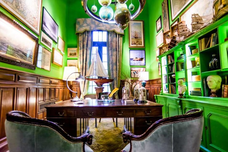 Museos de estilo  por Agnes Deco . Antiques & Oddities