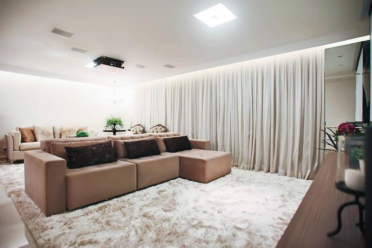 Sala de estar e tv: Salas de estar  por Orizam Arquitetura + Design