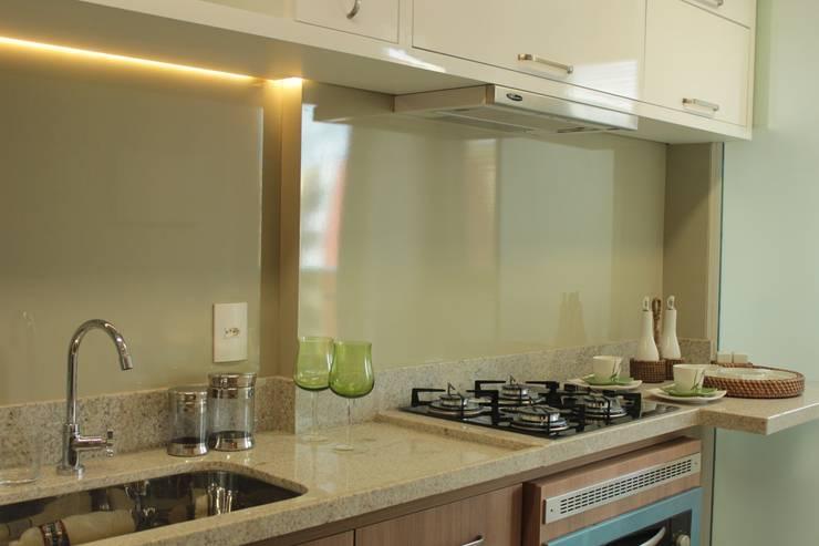 Projeto de interiores de apartamento: Cozinha  por StudioM4 Arquitetura,