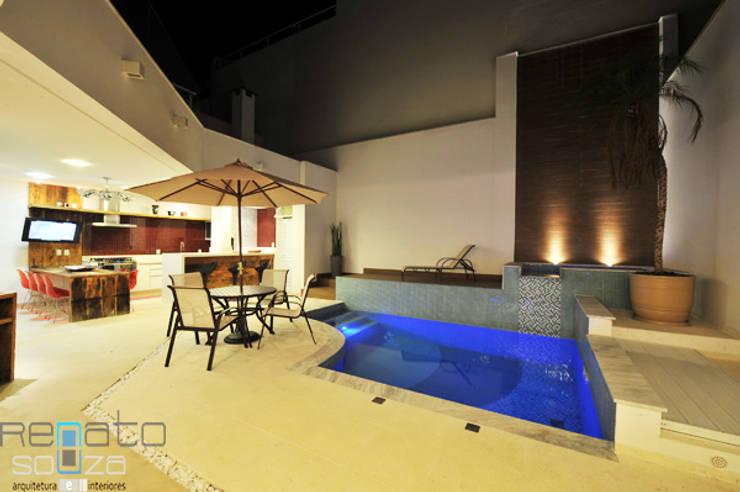 Residência C.M Varandas, alpendres e terraços modernos por Renato Souza Arquitetura Moderno