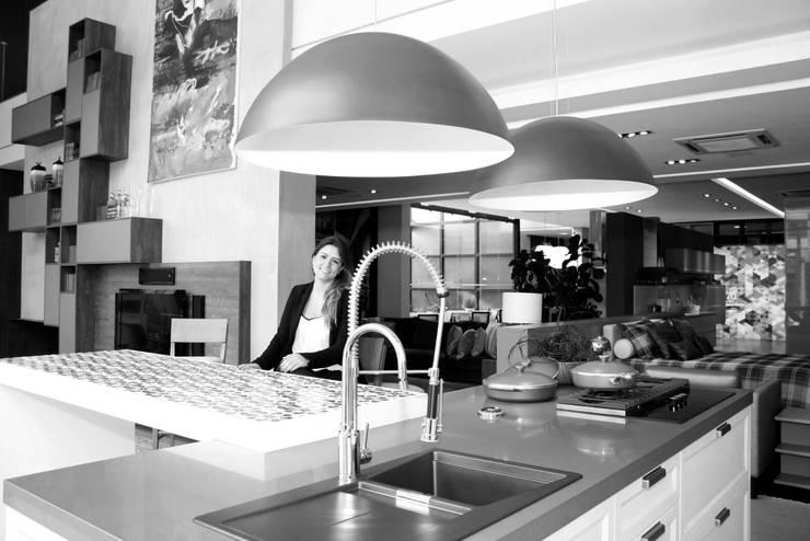 FOTO DE CAPA: Cozinhas modernas por Fernanda Gianotto Arquitetura e Interiores
