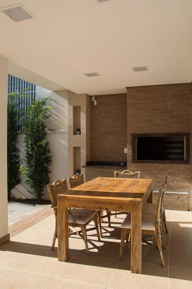 Residencial da Colina: Terraços  por Carla Almeida Arquitetura