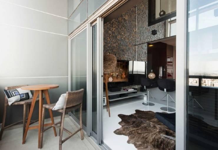 Atemporal e Atual: Terraços  por Deborah Nicolau Arquitetura e Interiores