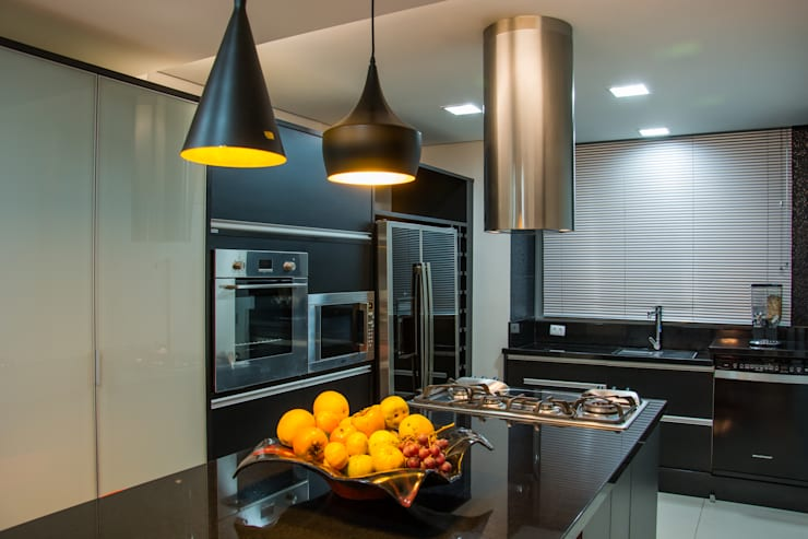 Cobertura Morom: Salas de jantar  por Carla Almeida Arquitetura