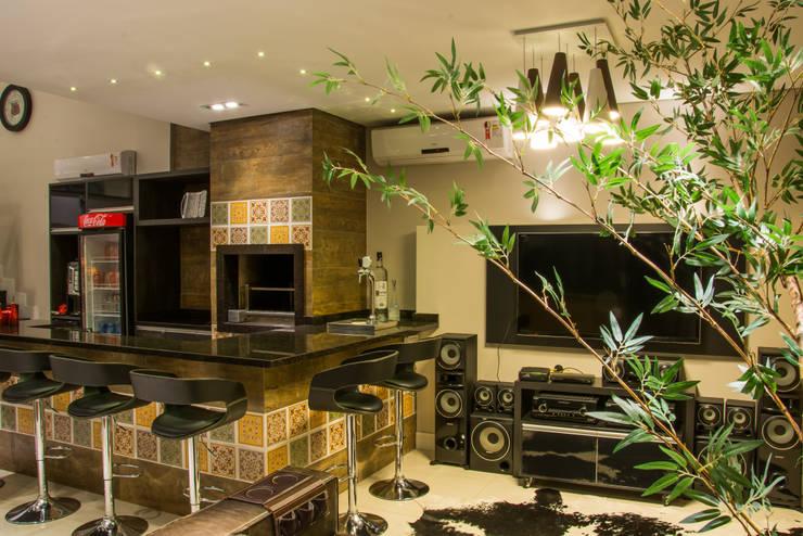 Living room by Carla Almeida Arquitetura