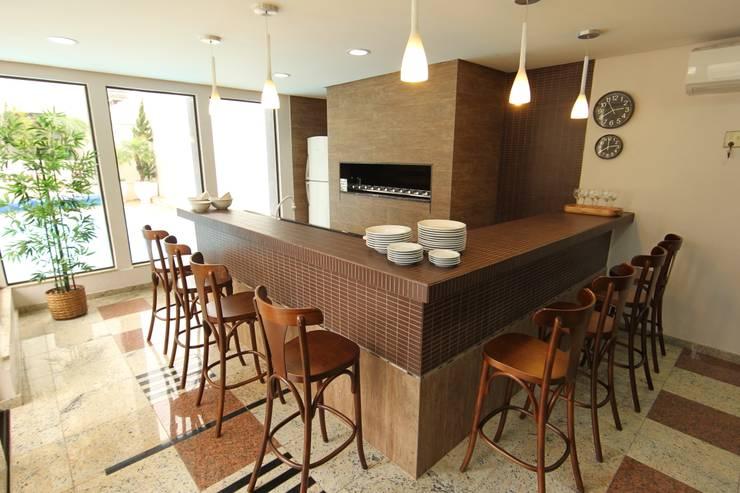 Vila Vergueiro: Salas de jantar  por Carla Almeida Arquitetura