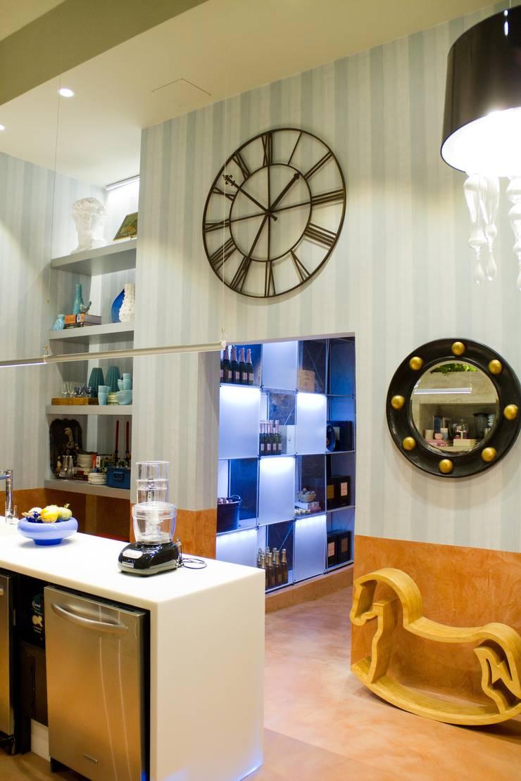 CASA COR 2012 - COZINHA GOURMET: Cozinhas  por AMMA PROJETOS