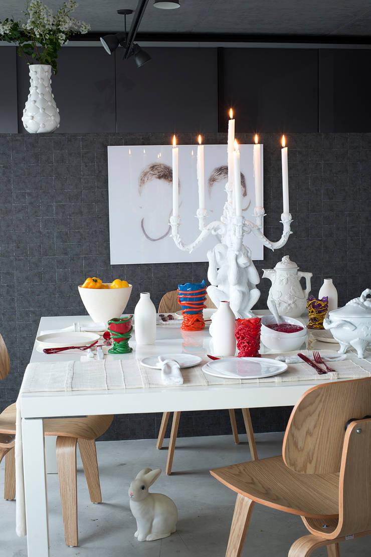 Apto. Panamby – <q>Decoração Organica</q>: Salas de jantar  por AMMA PROJETOS