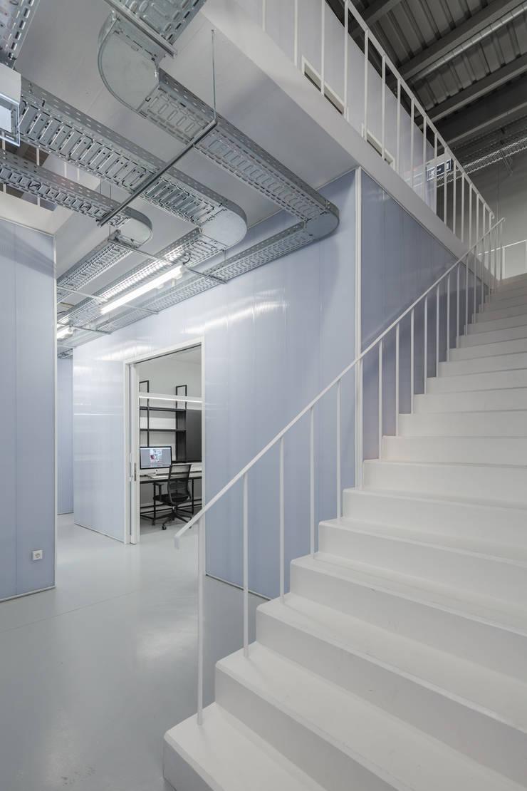 Controlar Headquarters: Escritórios  por paulosantacruz.arquitetos