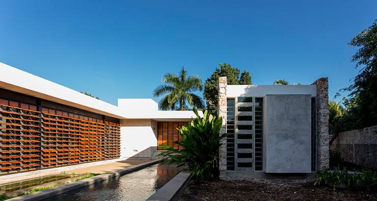 Fachada Interior: Casas de estilo  por Taller Estilo Arquitectura