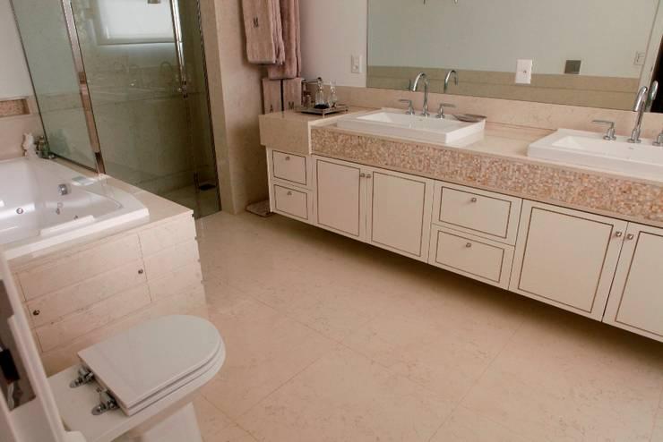 Banheiros Projetados: Banheiros  por ARCHITECTARI ARQUITETOS