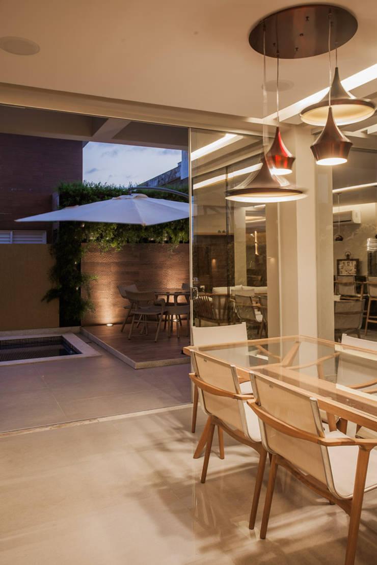 Patios & Decks by Heloisa Titan Arquitetura