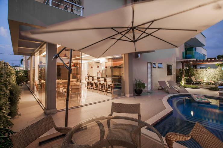 Terrazas  de estilo  por Heloisa Titan Arquitetura