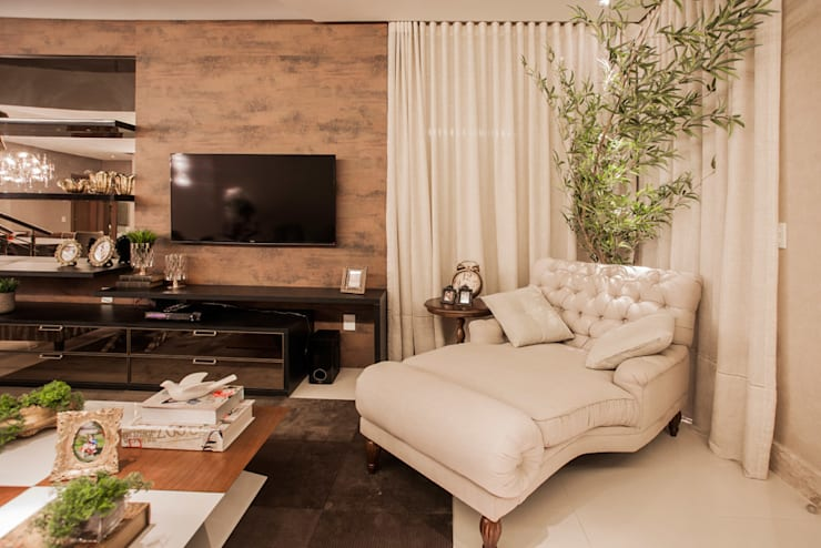 Livings de estilo moderno por Heloisa Titan Arquitetura