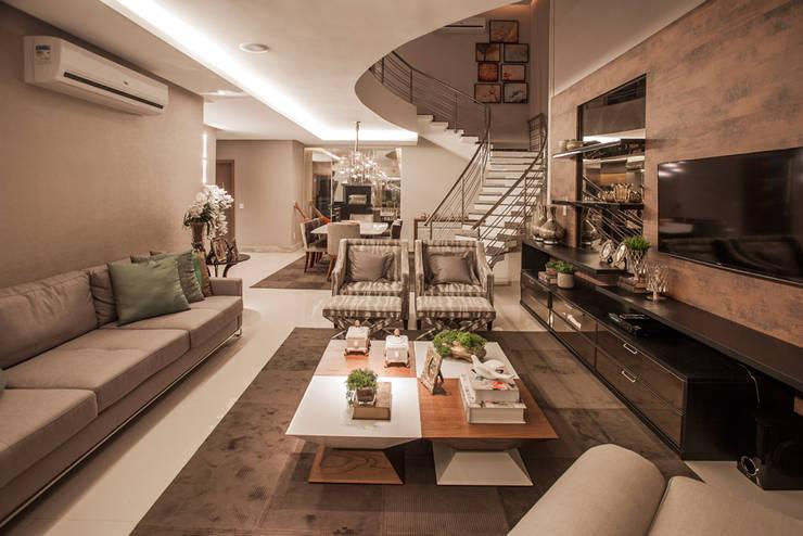 ห้องนั่งเล่น by Heloisa Titan Arquitetura