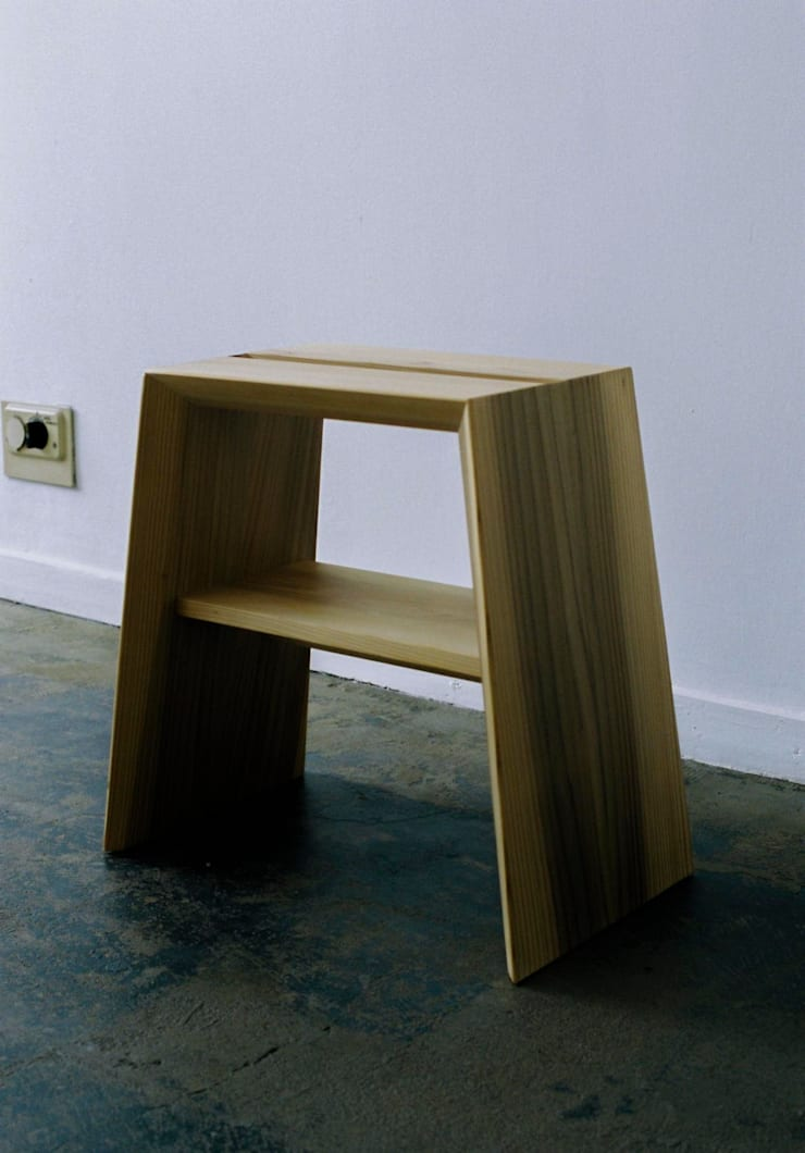 AISU STOOL: ROIRO (ANGRAPH Co.,Ltd.)が手掛けた寝室です。