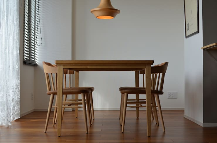 KICHI CHAIR: ROIRO (ANGRAPH Co.,Ltd.)が手掛けた素朴なです。,ラスティック 木 木目調
