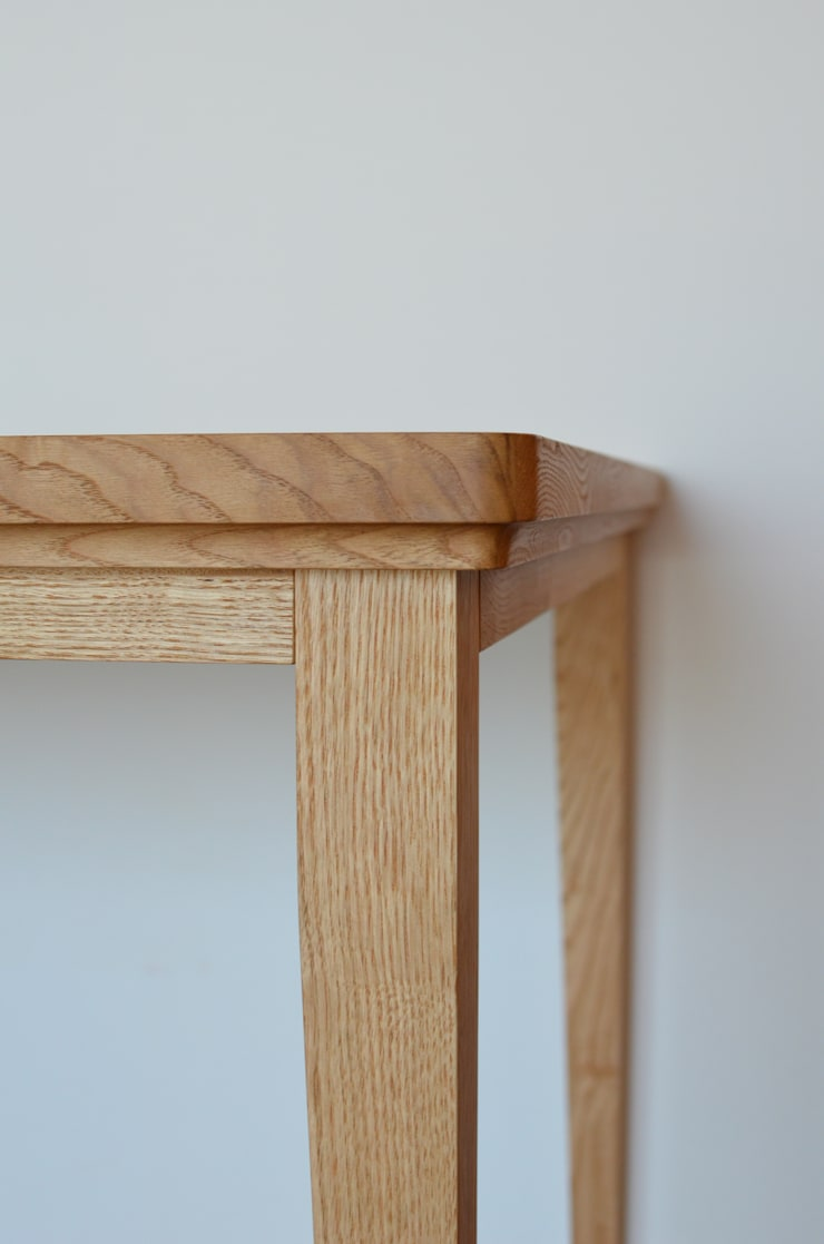 KICHI TABLE: ROIRO (ANGRAPH Co.,Ltd.)が手掛けた勉強部屋/オフィスです。,