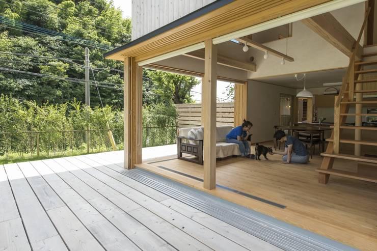 ห้องนั่งเล่น by AMI ENVIRONMENT DESIGN/アミ環境デザイン