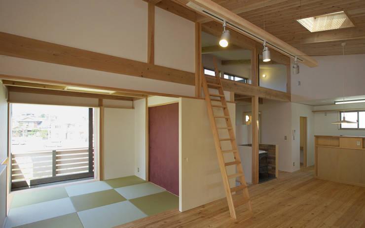 SHIMA HOUSE: AMI ENVIRONMENT DESIGN/アミ環境デザインが手掛けたリビングです。